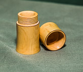 Box with threaded lid in Boxwood.