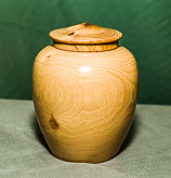Urn form with lid - in Robinia.
